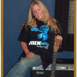 Mixposure Artist of the Month - Carol Sue