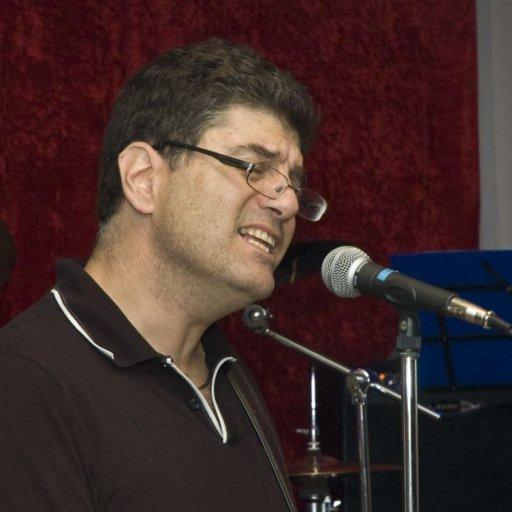 AvMo Sings